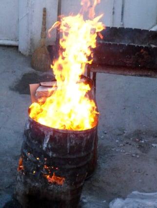 Burning-trash-in-barrel-1353586191_20-1